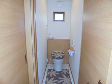 お施主様こだわりのトイレです。落ち着きと清潔感を感じることのできる空間になりました。