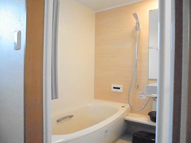 浴室も最新のユニットバス(TOTO)を採用。床が柔らかいですよ!