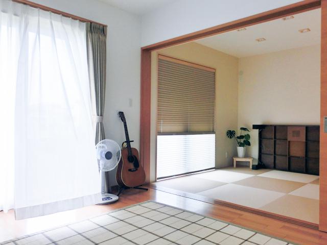 リビングと和室を併設致しました。空間も広々、使い勝手もこのスタイルが一番です。