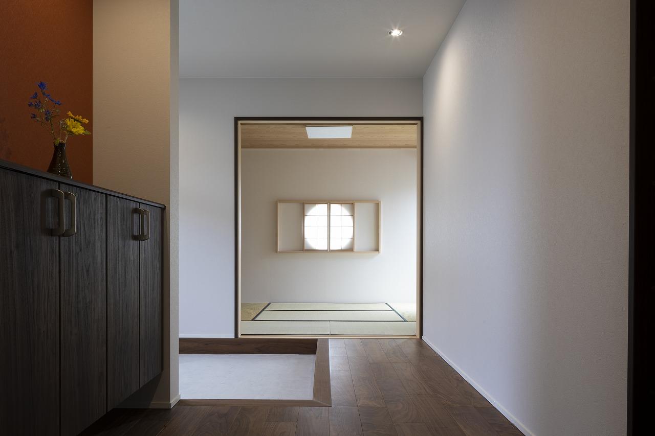 左側写真:プライベートゾーン 右側写真:和室